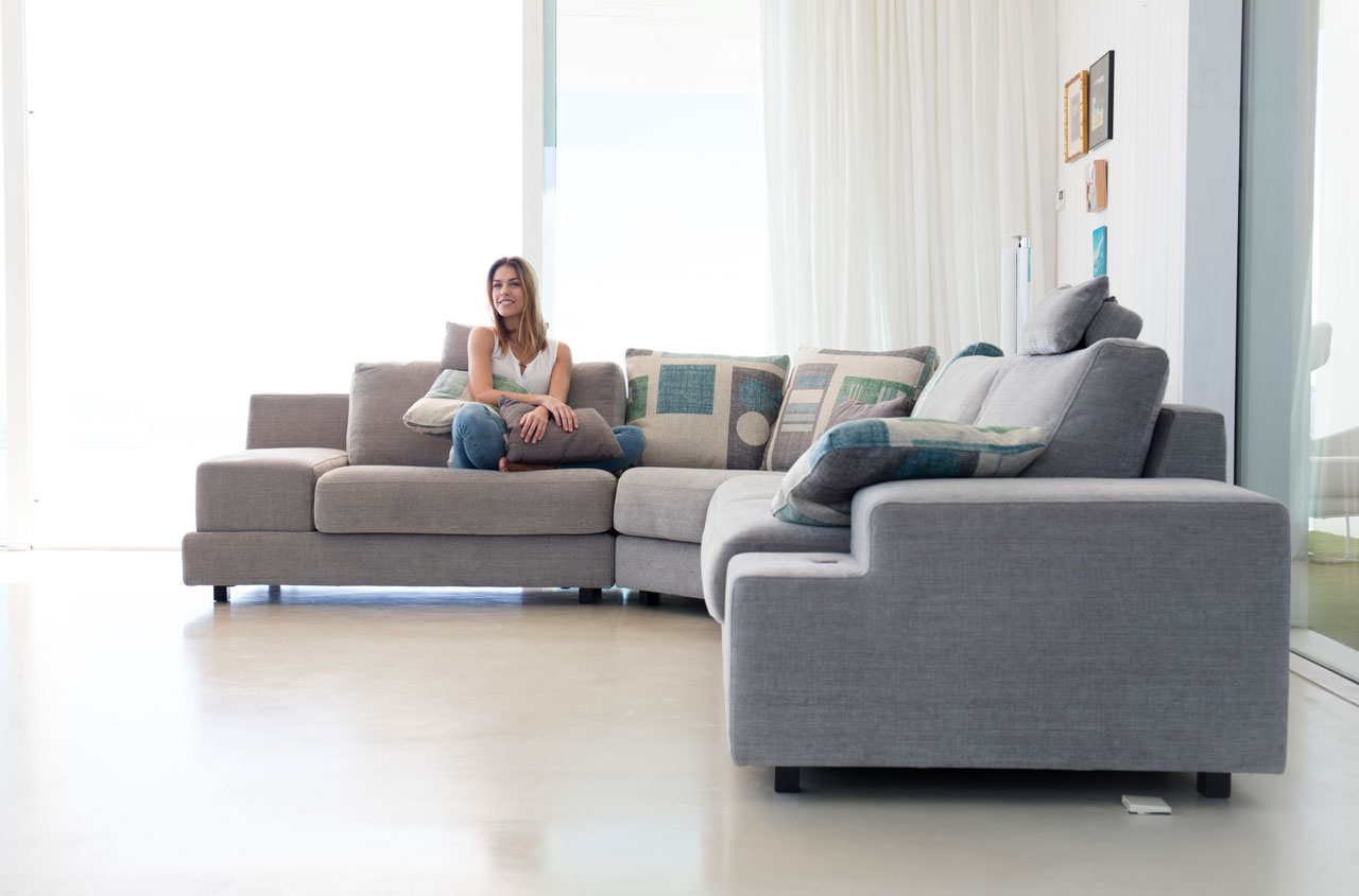 Euro Style Furniture Montreal Sectional Sofa Calessi